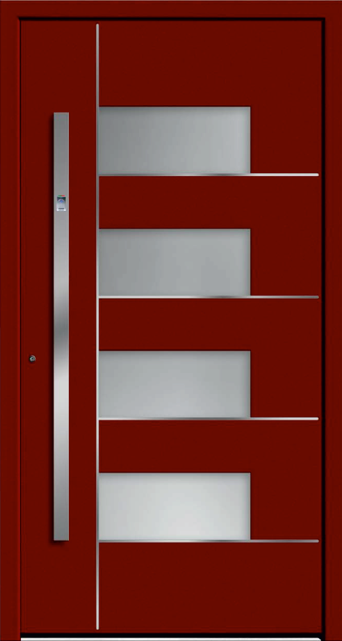 Czerwone drzwi zewnętrzne zklamką wpionie. Naśrodku drzwi są szklane okienka biegnące zgóry nadół