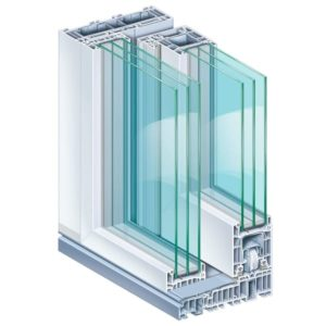 Przekrój okna z białą ramą. Okno posiada sześć warstw szkła.